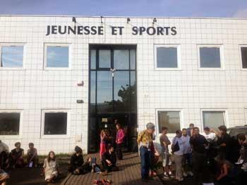 Rassemblement devant le centre Les Mimosas à Grenoble